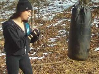 Как своими руками изготовить боксерскую грушу